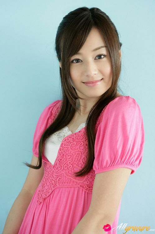 Gravure Idol Beautiful Gravure Idol Is Adorable In Cute Little Pink on anese idol uka nakamura