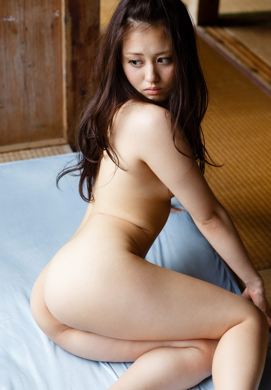 Japanese av idol girl nude seems